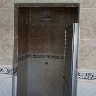 Piscina e Banheiros externos 14