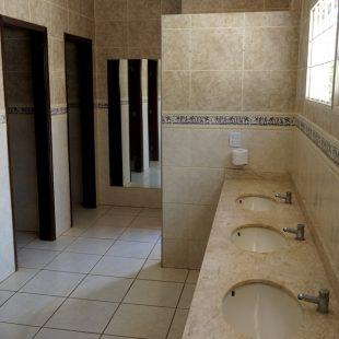 Piscina e Banheiros externos 15